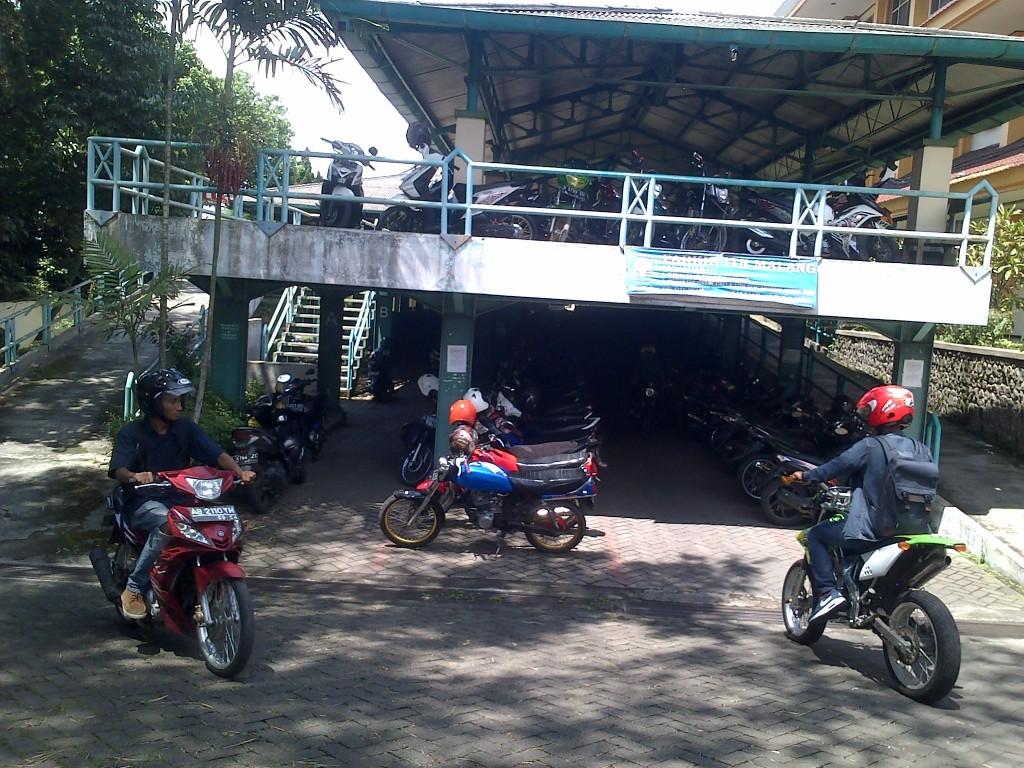 Parkir-Kampus-ITN-Malang-Dua-Lantai