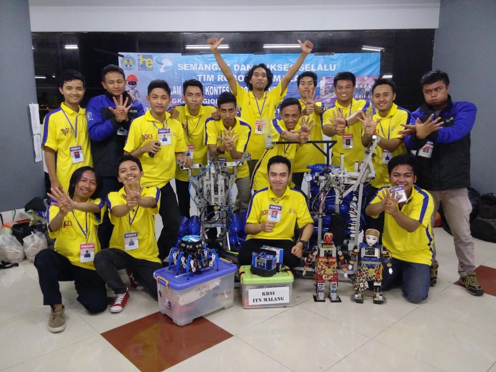 robot-seni-tari-ciptaan-mahasiswa-itn-malang-mei-2015