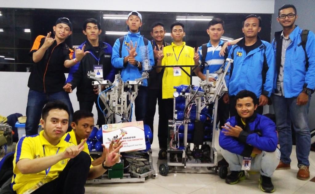 tim-pembuat-robot-pemadam-api-dalam-kontes-robot-2015