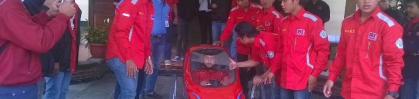 test-drive-mobil-hemat-energi-sebelum-berlaga-di-stadion-kanjuruhan