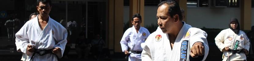 Anggota Jujitsu Sabuk Hitam Latihan Bersama di ITN Malang