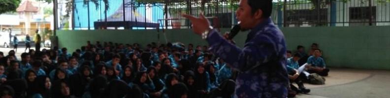 ITN Malang Rektur Mahasiswa Baru Dengan Bernyayi dan Sulap