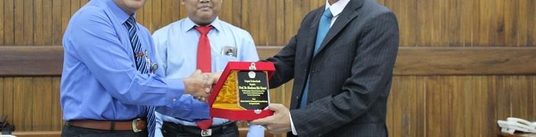 Dekan Teknik Mesin Univeriti Malaysia Pahang Teken LOI di ITN Malang