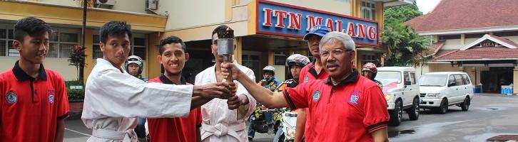 Lima Motor Trail Kawal Pelari Marathon Bawa Obor Rektor Cup ITN Malang