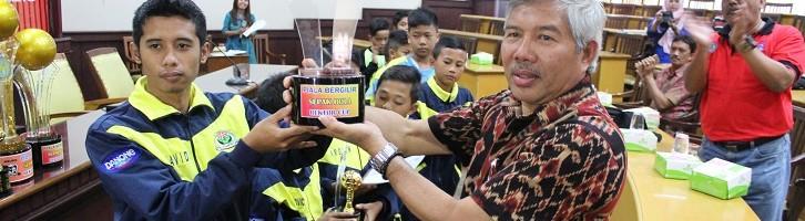 Kisah SDN Panggungrejo 04 Juara I Rektor Cup ITN Malang