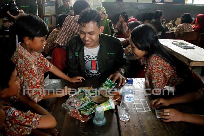 Mahasiswa-Lingkungan-ITN-Malang-Ajari-Siswa-SDN-Pandanrejo-Wagir-Memilah-Sampah
