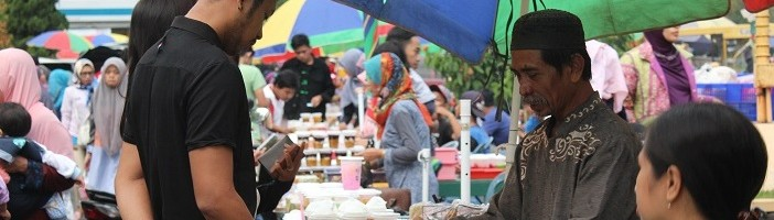 Warga-Jadikan-Halaman-Depan-ITN-Kampus-II-Bazar-Ramadhan