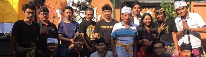 Ibadah-Odalan-IMHD-ITN-Malang-Membersihkan-Pura