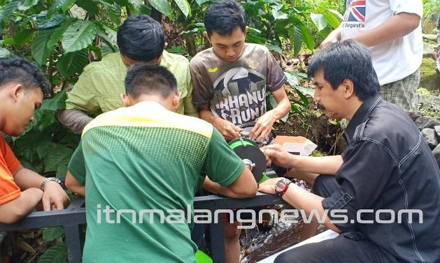 ITN-Malang-Sukses-Hasilkan-Pembangkit-Pikohidro-di-Desa-Gelang-Kabupaten-Jembar