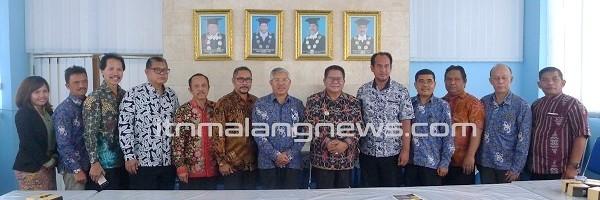 Teken-MoU-Sumba-Timur-Kembali-Ganden-ITN-Malang