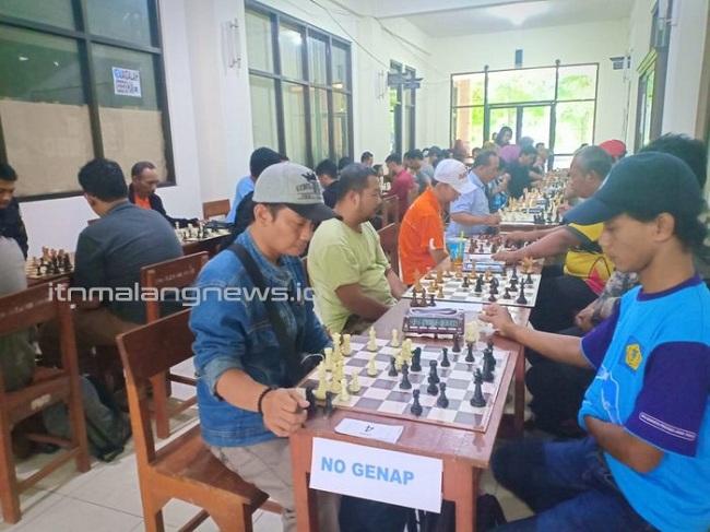 Antusiasme Peserta Turnamen Catur di ITN Malang