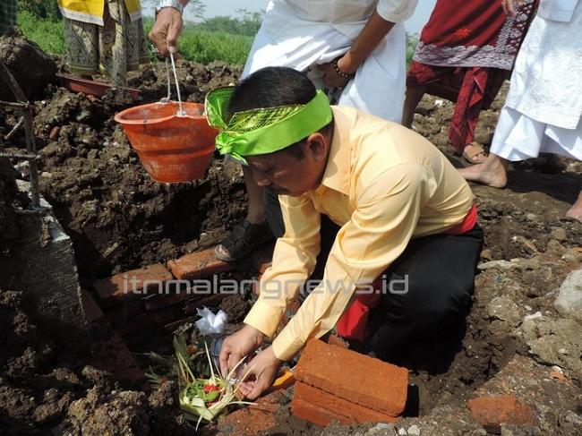 Rektor ITN Malang Pembangunan Pura untuk Pembangunan Karakter Bangsa