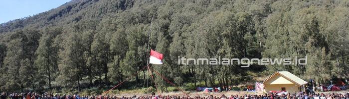 Lakoni Tradisi Turun Temurun, Himakpa Rayakan Peringatan Kemerdekaan RI di Semeru 1