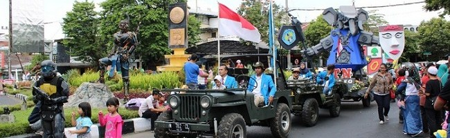 "Mobil ""Gajah"" ITN Malang Ikut Festival Kendaraan Hias Kota Malang"