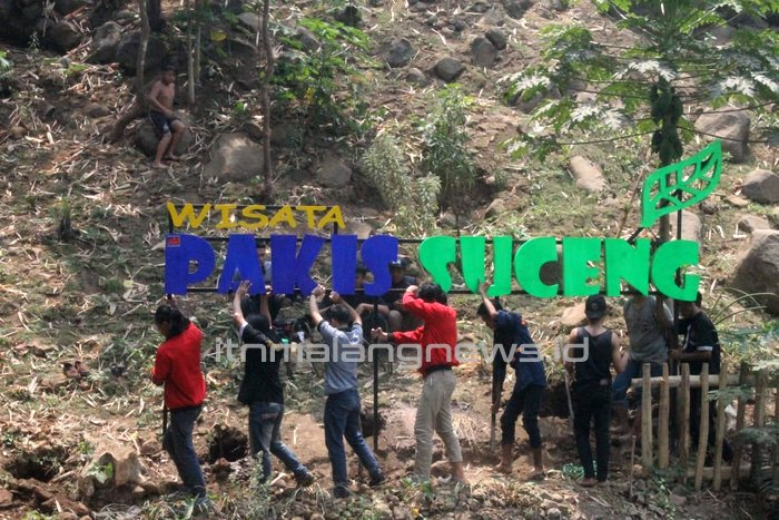mahasiswa itn malang Pasang Tulisan Wisata di Pakis Suceng