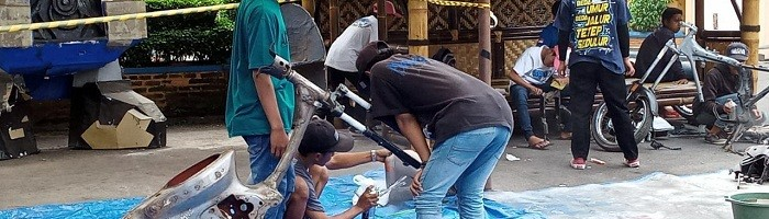 Proses pengecatan motor di ITN malang yang difasilitasi oleh Samurai Paint