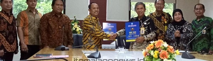 Rektor Universitas Panca Marga Probolinggo Tanda Tangani MoU dengan ITN Malang sambil Reuni