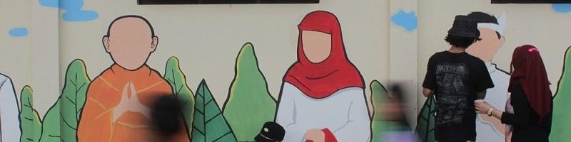 Mahasiswa-Arsitektur-ITN-Malang-melukis-mural-di-Kampung-Jahe-Merah-Kecamatan-Sukun-Kota-Malang