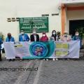 Esa Yoga Putu Berlian Adiyana Koordinator Duta Mahasiswa Satgas Covid-19 ITN Malang (empat dari kiri)