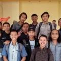Muhammad Aditya mahasiswa Teknik Mesin S-1 ITN Malang (dua dari kanan depan) bersama teman-temannya saat kuliah offline sebelum pandemi Covid-19
