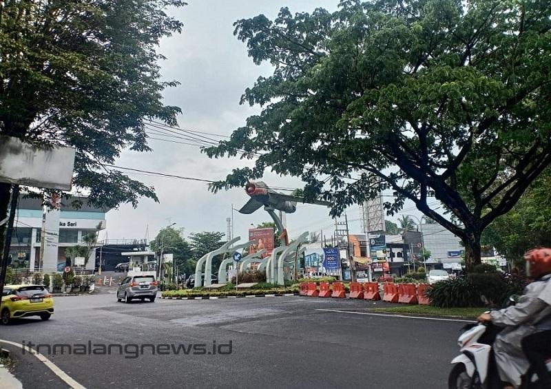 Perempatan patung pesawat di Jalan Sukarno Hatta bila musim penghujan ekstrim menjadi langganan banjir