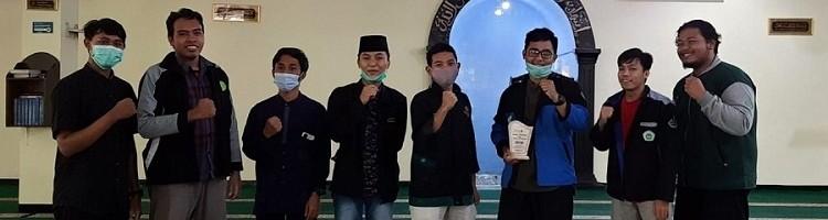 Noval Mahdi koordinator kegiatan LDI Standing ITN Malang (paling kiri), Ketua Umum LDI ITN Malang Bayu Kriswahyudi (lima dari kiri), dan Ketua UKMI Al Huda Unmer M Lutfi Edi Kurniawan (jaket biru)