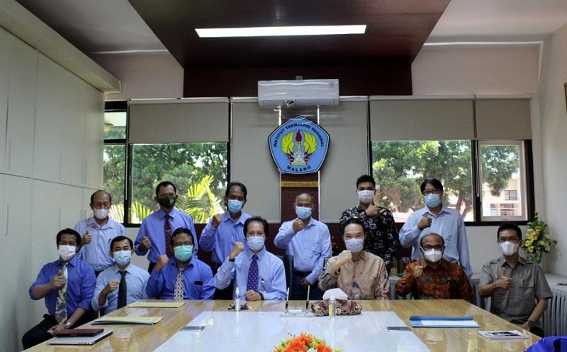 Dua-alumni-ITN-Malang-General-Manager-PT-Intelegensia-Grahatama-Kriswidyat-Praswanto-ST-MM-alumnus-Teknik-Sipil-dan-Design-and-Planning-KEK-Singhasari-Agus-Pramono-alumnus-Arsitektur