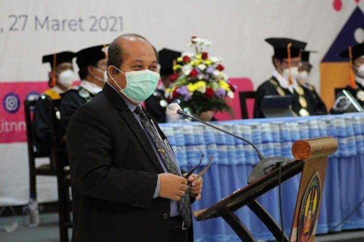 Ketua-Lembaga-Layanan-Pendidikan-Tinggi-LLDikti-Wilayah-VII-Jawa-Timur-Prof.-Dr.-Ir.-Suprapto-DEA-pada-gelaran-Wisuda-Periode-64-dan-65-ITN-Malang-732x487