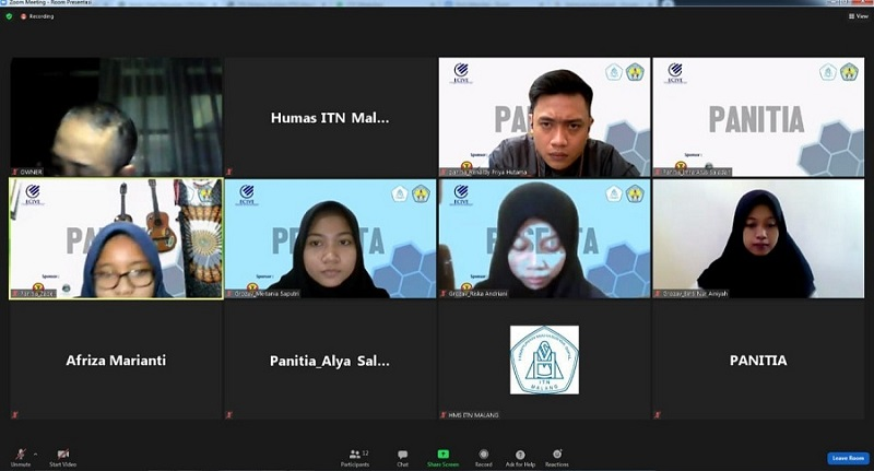 Renaldy-Priya-Hutama-Koordinator-Ecive-2021-dua-dari-kanan-menyimak-presentasi-dari-Tim-Grozova-dari-Universitas-Udayana-Bali