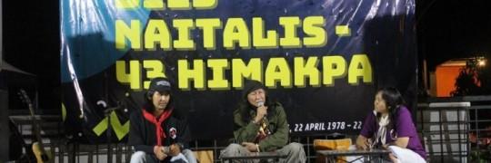 Anto-Baret-tengah-musisi-sekaligus-budayawan-Malang-menghadiri-dies-natalis-Himakpa-ITN-Malang-ke-43-732x473