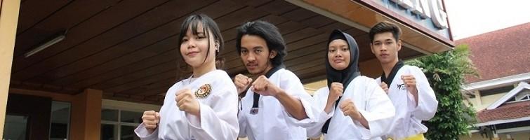 Reva Nabila Putri, Ahmada Itmamunnafi', Bernika Natasya Ifada, dan Muhammad Fikri Ardiansyah anggota UKM Taekwondo ITN Malang susai mengikuti Bandung Internasional E-Poomsae Tournament 2021
