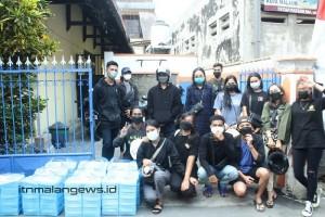Mahasiswa Kristen ITN Malang Bagi-bagi Nasi Kotak di Alun-alun dan Pasar Besar